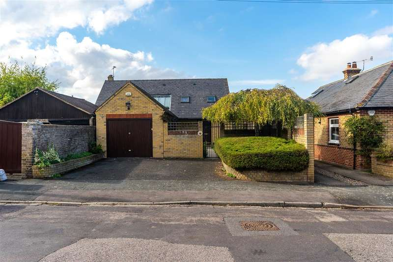 3 Bedrooms Detached House for sale in Preston Avenue, Faversham