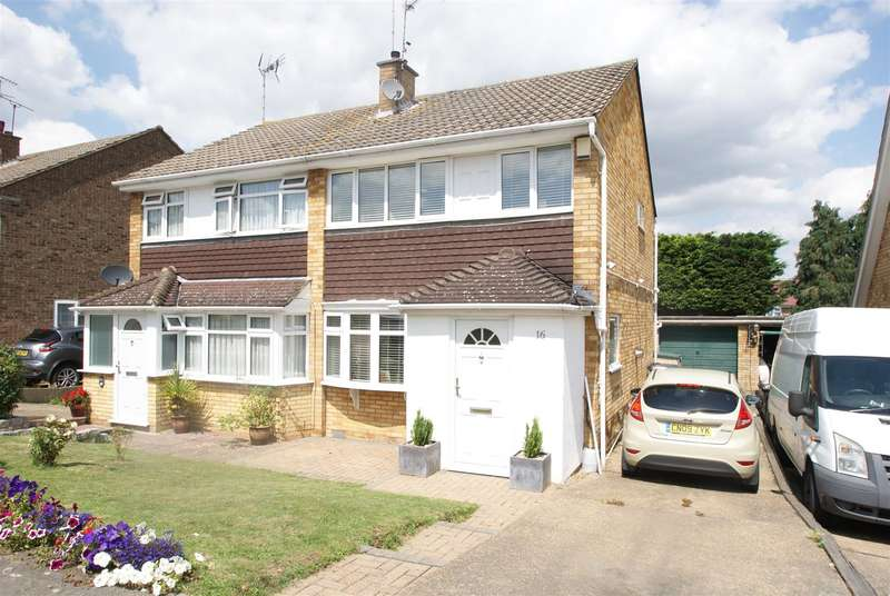 3 Bedrooms Semi Detached House for sale in Shakespeare Avenue, Rayleigh