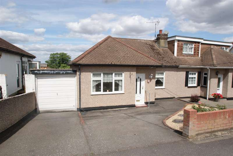 2 Bedrooms Semi Detached Bungalow for sale in Mount Avenue, Rayleigh