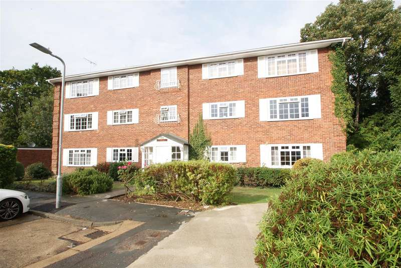 2 Bedrooms Apartment Flat for sale in 18 Foxwood Place, Leigh-On-Sea