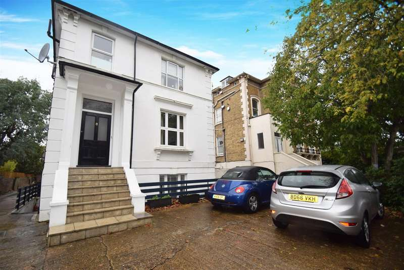 2 Bedrooms Flat for sale in The Grove, Isleworth