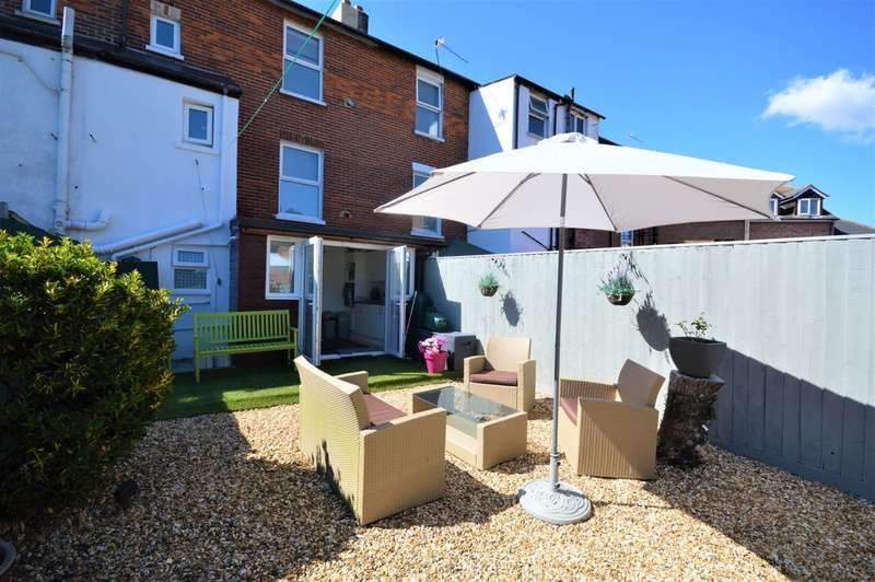 4 Bedrooms Terraced House for sale in Station Road, Sandown