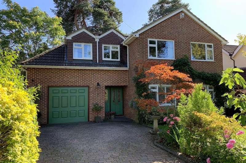 4 Bedrooms Detached House for sale in Sandy Lane, Ringwood, BH24 2LE