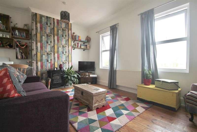 2 Bedrooms Maisonette Flat for sale in Church Street, Cliffe , Rochester , ME3 7PJ