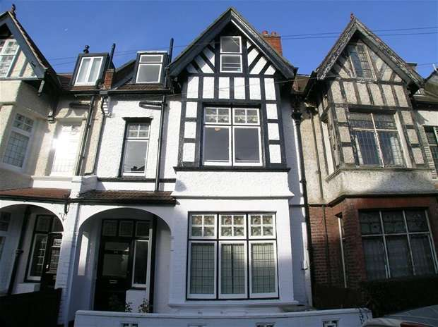2 Bedrooms Flat for rent in Guilford Avenue, Surbiton
