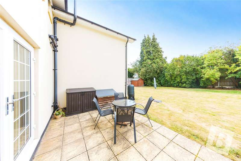 2 Bedrooms Apartment Flat for sale in Third Avenue, Chelmsford, Essex, CM1