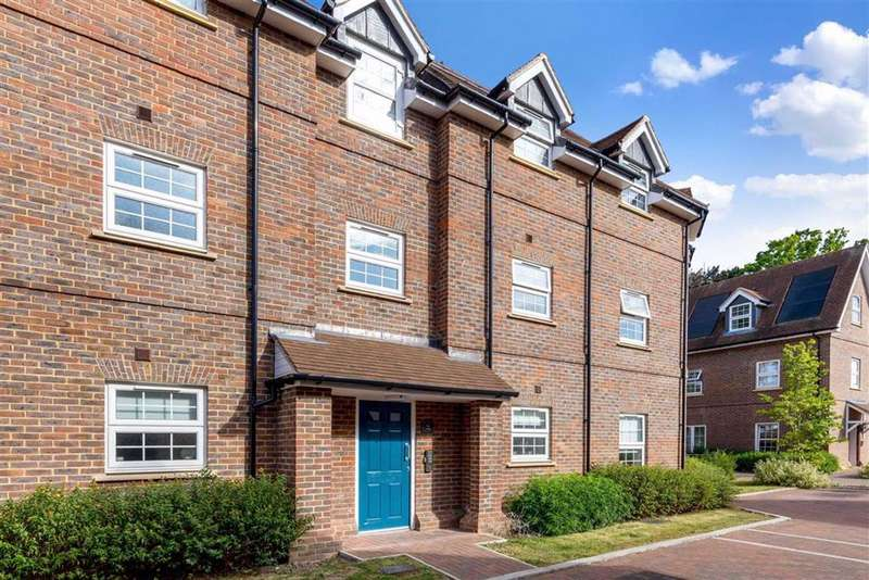 2 Bedrooms Flat for sale in Glebe House Drive, Hayes