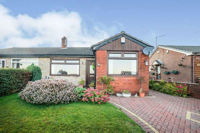 3 Bedrooms Bungalow for sale in Beaufont Drive, Oldham, Greater Manchester, OL4