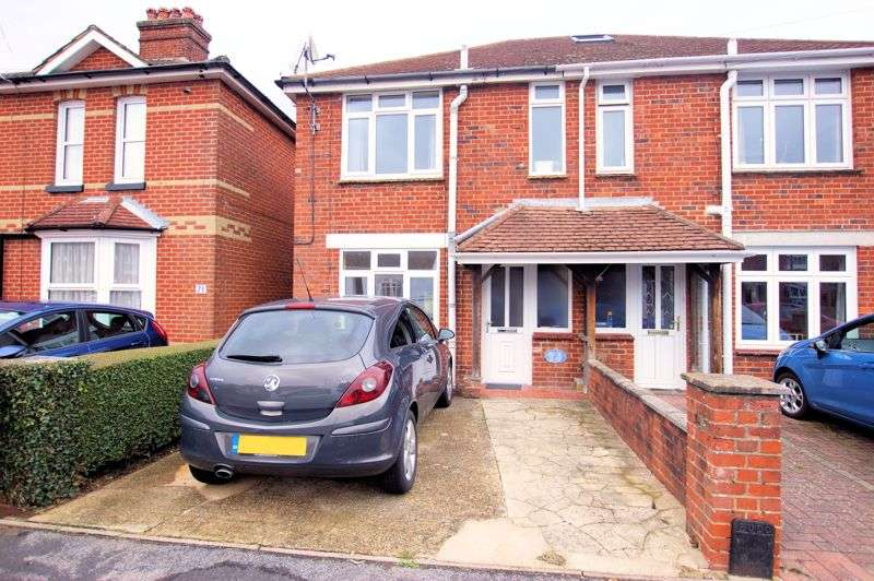 3 Bedrooms Property for sale in Paxton Road, Fareham