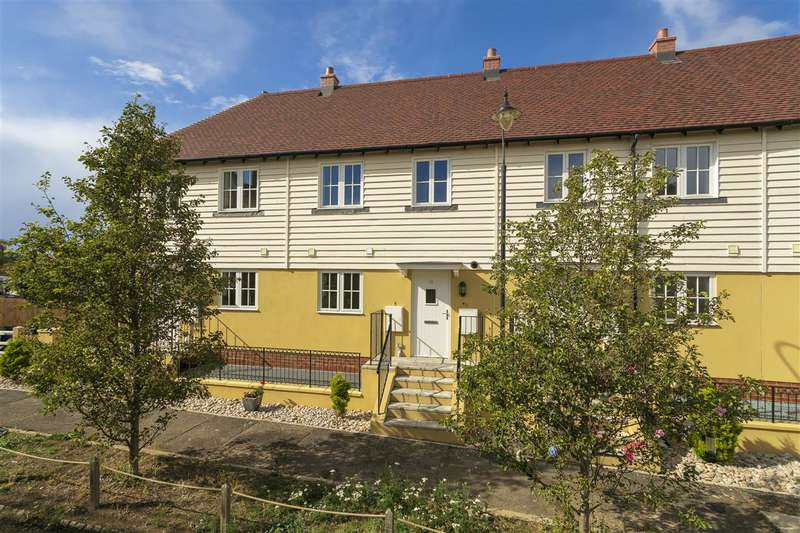 3 Bedrooms Terraced House for sale in New Creek Road, Faversham