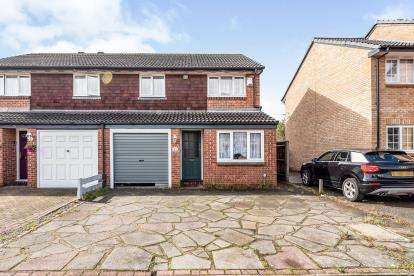 3 Bedrooms Semi Detached House for sale in Romford, Essex, United Kingdom