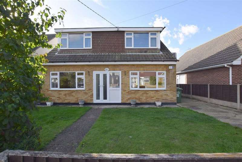 3 Bedrooms Detached House for sale in Burns Avenue, Basildon, Essex