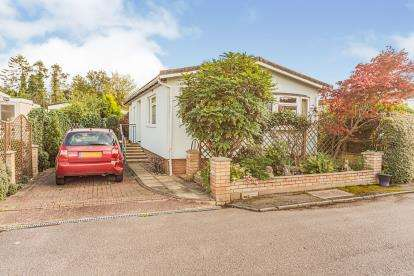 2 Bedrooms Mobile Home for sale in Jacks Hill Park, Jacks Hill, Graveley, Hitchin