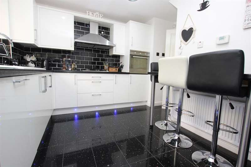 4 Bedrooms Detached House for sale in Fulwood Heights, Fulwood, Preston, PR2 9AW