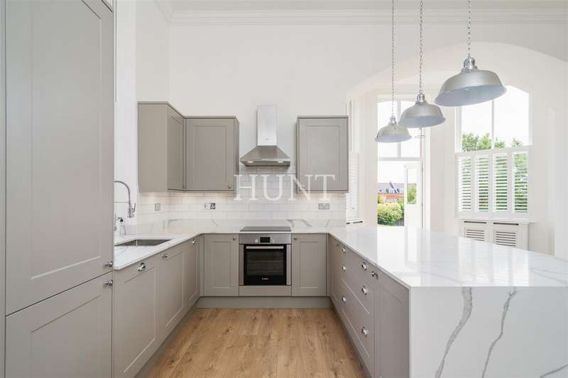 3 Bedrooms Apartment Flat for sale in Goldsmith House, Repton Park, Woodford Green
