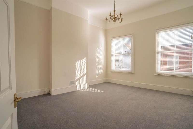 2 Bedrooms Flat for rent in South Street , Bishops Stortford, Herts
