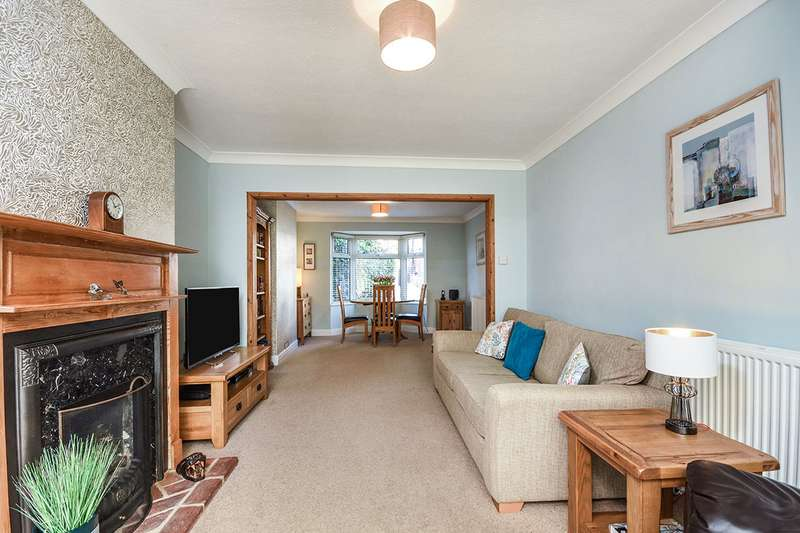 3 Bedrooms Semi Detached House for sale in Moncktons Avenue, Maidstone, Kent, ME14