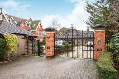 2 Bedrooms Flat for sale in Burridge, Southampton, Hampshire