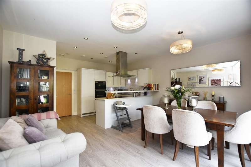 4 Bedrooms End Of Terrace House for rent in Marbaix Gardens, Isleworth