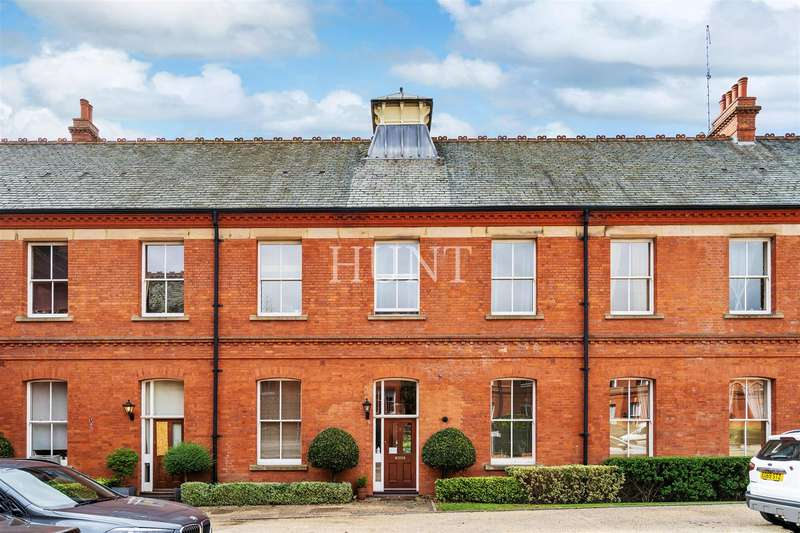 3 Bedrooms Mews House for sale in Repton Park, Woodford Green, Essex