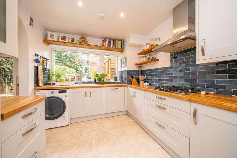 3 Bedrooms Semi Detached House for sale in Stonelea Road, Hemel Hempstead