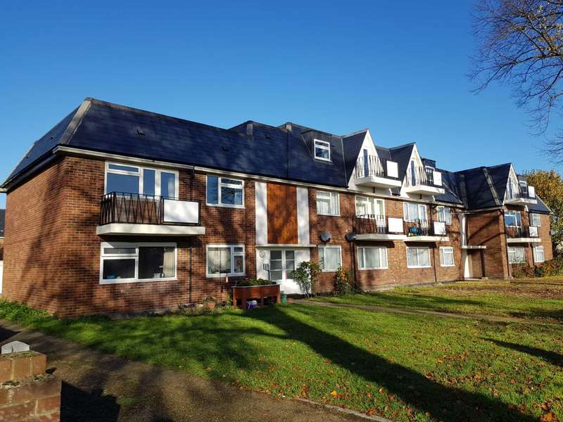 3 Bedrooms Apartment Flat for rent in ADDLESTONE