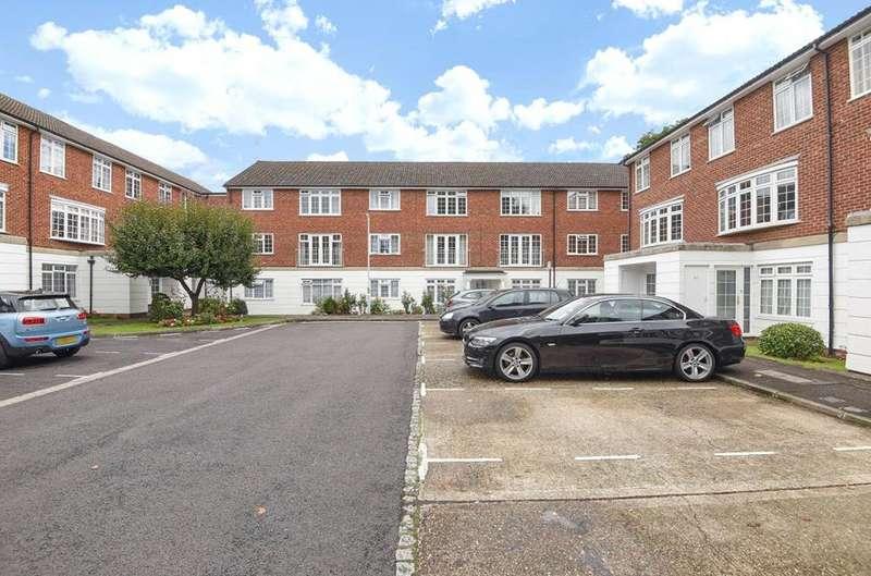 2 Bedrooms Flat for rent in Lammas Court, Windsor, Berkshire, SL4