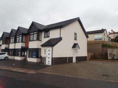 2 Bedrooms Flat for sale in Hillside Mews, Conway Road, Llandudno Junction, LL31
