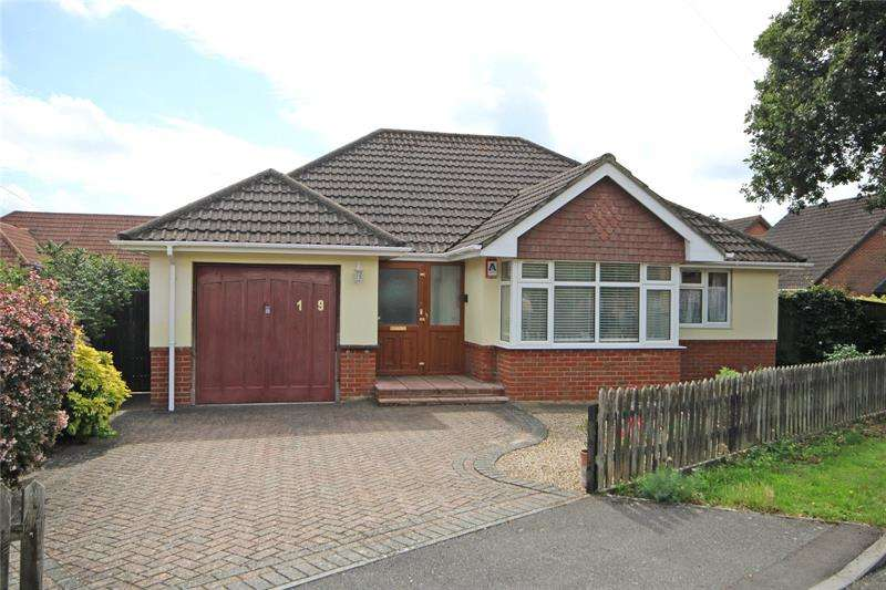 2 Bedrooms Bungalow for sale in Waverley Road, New Milton, Hampshire, BH25