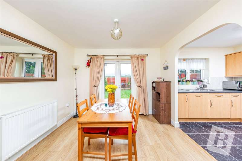 3 Bedrooms Semi Detached House for sale in Coltishall Road, Hornchurch, RM12