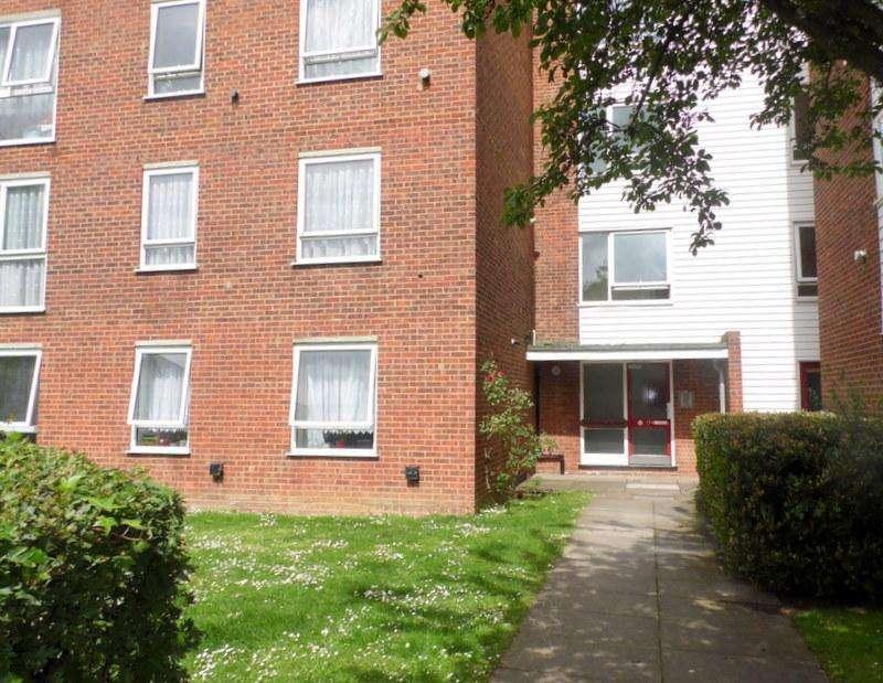 2 Bedrooms Flat for rent in Laburnham Court, Robin Hood Lane, Sutton, Surrey, SM1