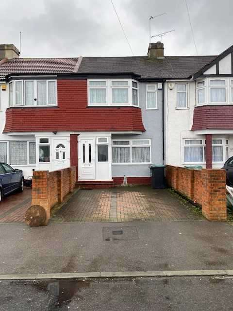 3 Bedrooms Terraced House for rent in St Marks Avenue, Gravesend