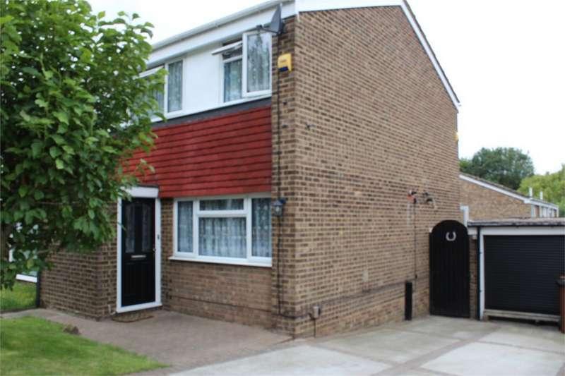 3 Bedrooms Semi Detached House for sale in Silverspot Close, RAINHAM, GILLINGHAM, Kent