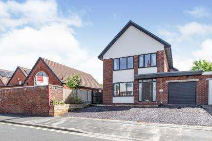 5 Bedrooms Detached House for sale in Windsor Road, Chorley, Lancashire