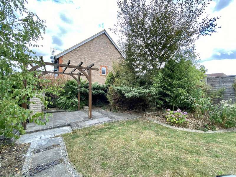 3 Bedrooms Semi Detached House for sale in Brisley Close, Chartfields, Ashford