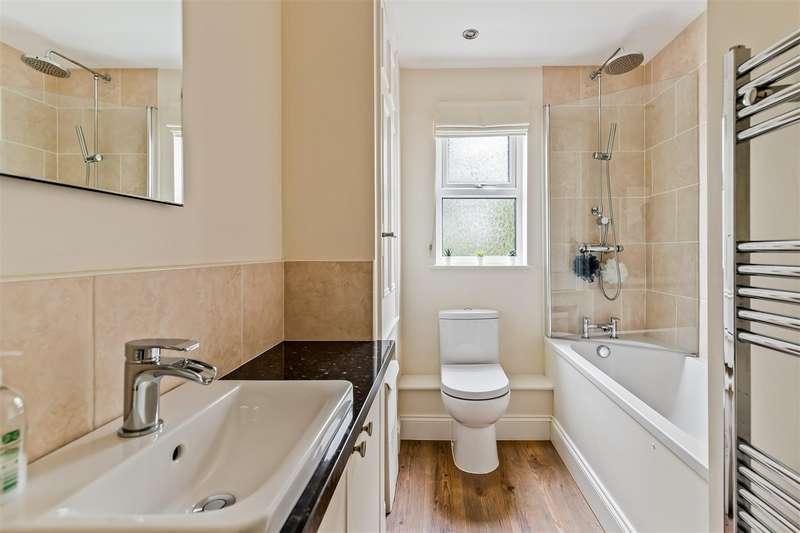 2 Bedrooms Semi Detached House for sale in Bradbridge Green, Singleton, Ashford