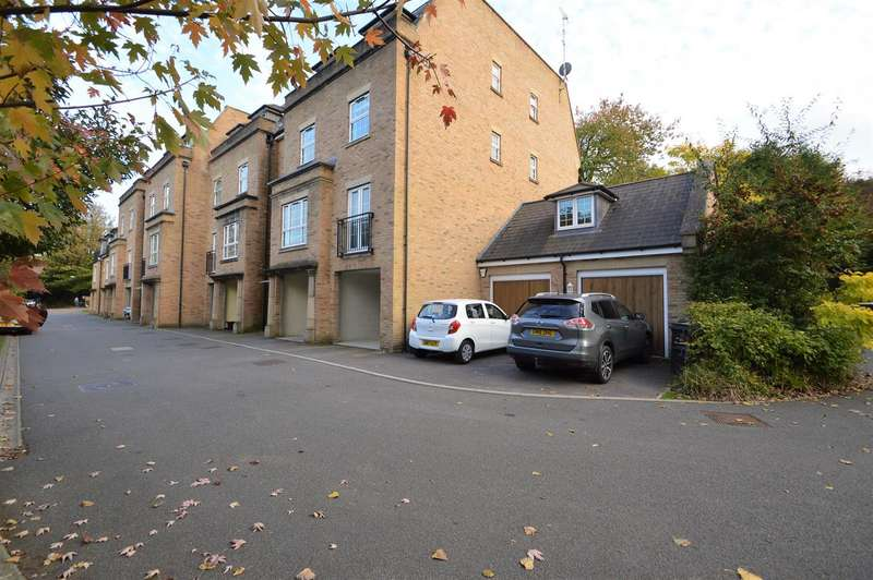 2 Bedrooms Flat for sale in The Chimes, Bearsted