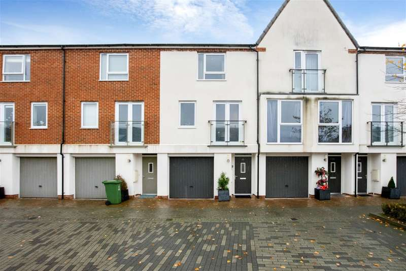 3 Bedrooms Town House for sale in Alcock Crescent, Crayford, Kent, DA1 4FW