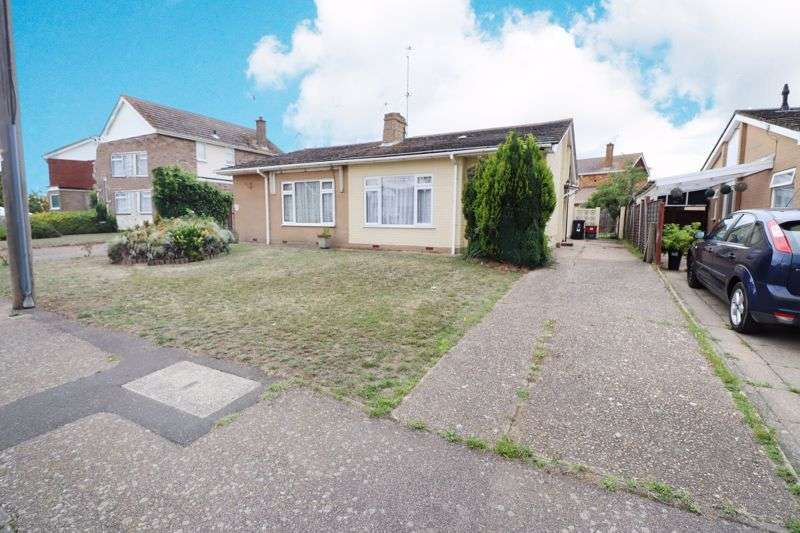 2 Bedrooms Property for sale in Manfield Gardens, St Osyth
