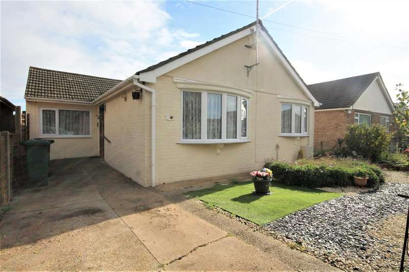 4 Bedrooms Bungalow for sale in Woodrows Lane, Clacton on Sea