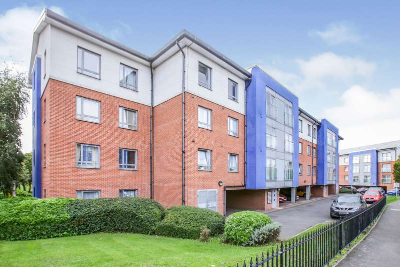 2 Bedrooms Apartment Flat for sale in Wheatcroft Court, Cleeve Way, Sutton, SM1