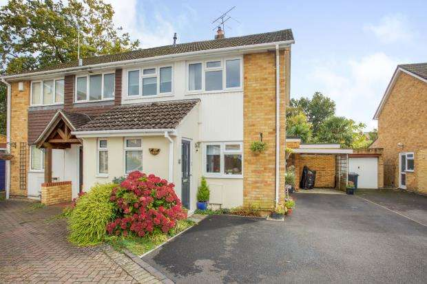 4 Bedrooms Semi Detached House for sale in Camberley, Surrey, United Kingdom