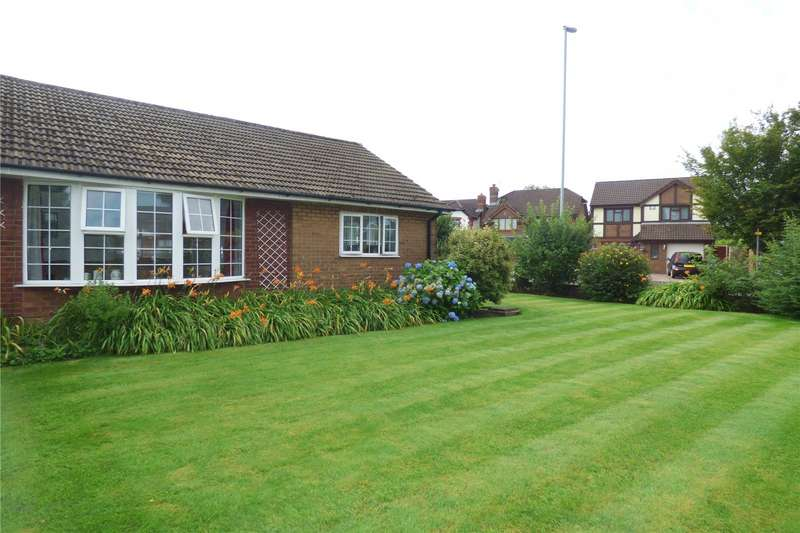 3 Bedrooms Detached Bungalow for sale in Evesham Road, Alkrington, Middleton, Manchester, M24