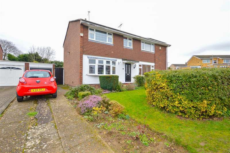 3 Bedrooms Semi Detached House for sale in Redwing Close, Larkfield, Aylesford