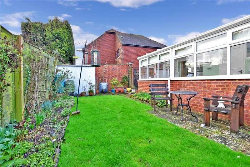 2 Bedrooms Semi Detached Bungalow for sale in Rushford Close, , Headcorn, Kent