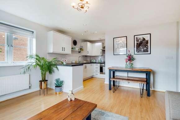 2 Bedrooms Flat for sale in Dodd Road, Nth Wat, Watford, WD24