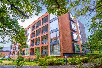 3 Bedrooms Flat for sale in Ottoman Court, Ebony Crescent, Barnet, London