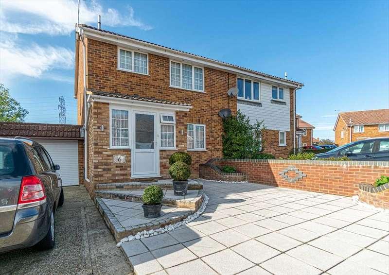 3 Bedrooms Semi Detached House for sale in Broadmead, Bridewell, Ashford, Kent, TN23 5LJ
