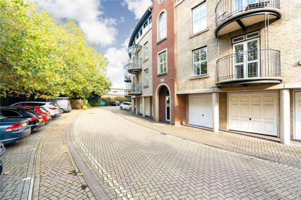 2 Bedrooms Apartment Flat for sale in Alcantara Crescent, Southampton, Hampshire
