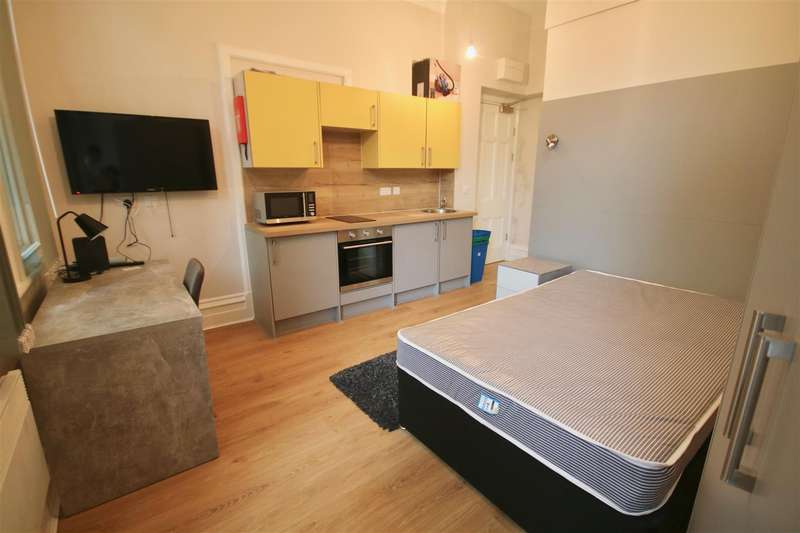 1 Bedroom Studio Flat for rent in Prudential Buildings, Guildhall Walk, Portsmouth